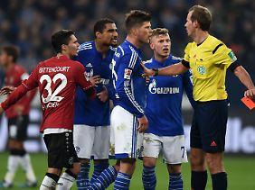 Auf Bewährung: Schalkes Klaas-Jan Huntelaar profitiert von einer Regelreform des DFB.