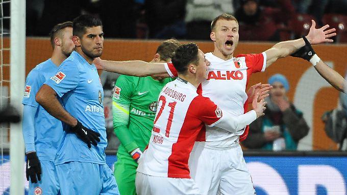 Frankfurts erster Streich: Ragnar Klavan bejubelt sein 1:0 gegen Frankfurt.