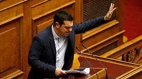 Blumige und kämpferische Rede: Tsipras verlässt den Kuschelkurs mit der EU