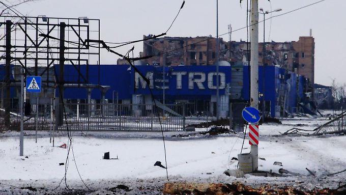 Von Kämpfen gezeichnete Filiale des Handelsriesen Metro in der Nähe des Donezker Flughafens.