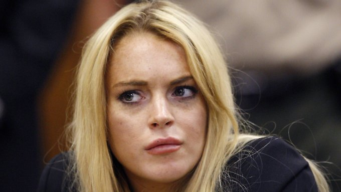 Statt auf der Anklagebank will Lindsay Lohan diesmal auf der Klägerseite sitzen.