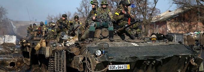 Ukrainischer Panzer, deutsches Kennzeichen: ein Hingucker in der Nähe von Debalzewo.