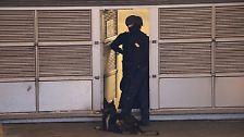 Schlimmeres wurde wohl nur verhindert, weil die Gemeinde nach den Terroranschlägen von Paris die Sicherheitsvorkehrungen verstärkt hatte.