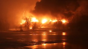 Zugunglück in West Virginia: Mit Rohöl beladener Güterzug entgleist und explodiert