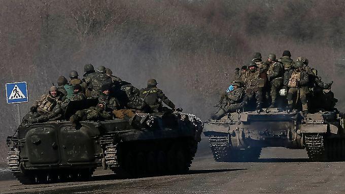 Zahlreiche Tote und Gefangene: Ukrainische Truppen ziehen sich aus Debalzewe zurück