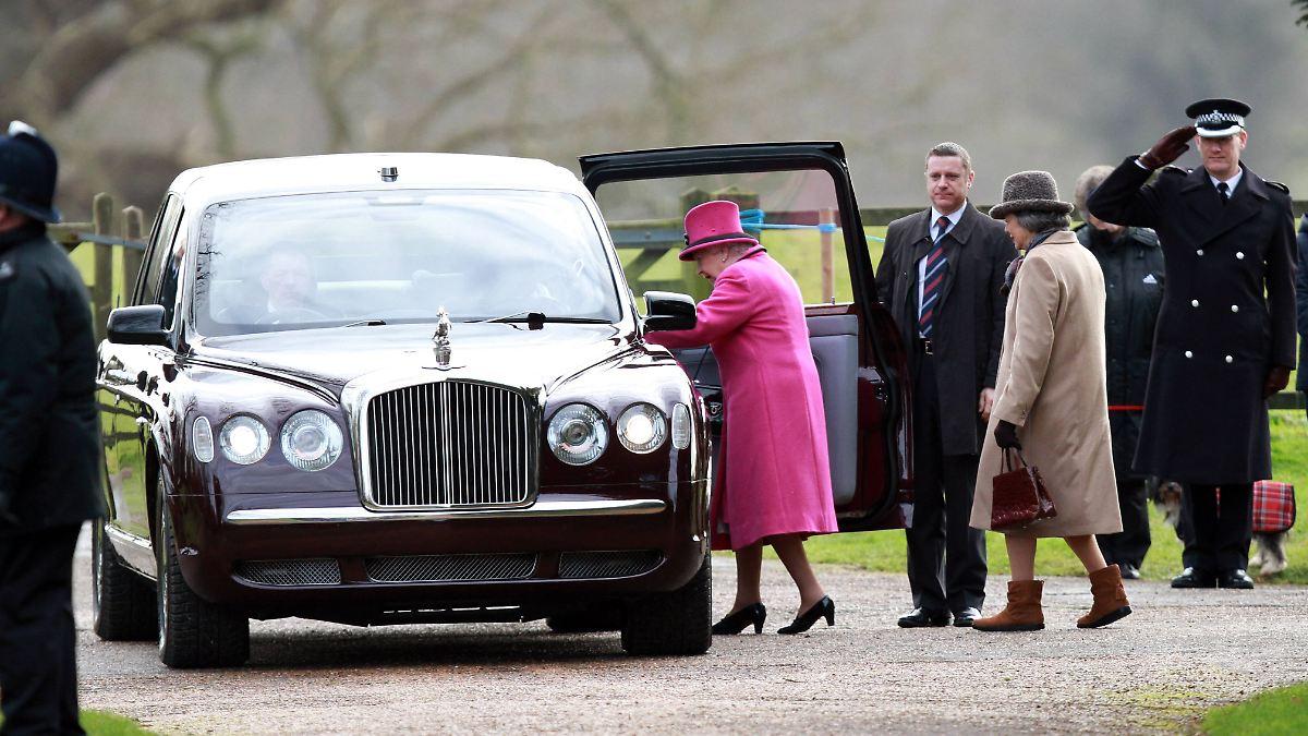 queen sucht neuen chauffeur exzellentes benehmen ist. Black Bedroom Furniture Sets. Home Design Ideas