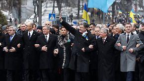 """""""Ruhm den Helden"""": Politiker gedenken der Maidan-Opfer"""