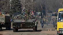 Prorussische Truppen im von ihnen eroberten Ort Debalzewe.
