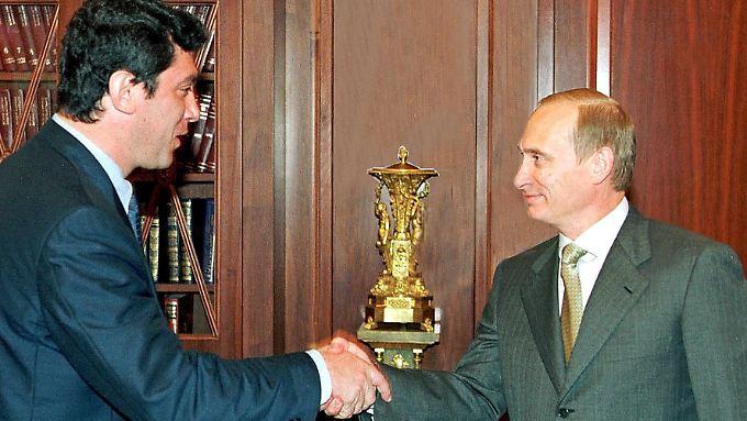 """Nemzow und Putin 2000 bei einer Begegnung im Kreml: Nemzow war damals Chef der Partei """"Union der Rechten Kräfte."""