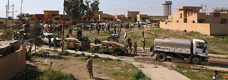 Einheiten der irakischen Armee sammeln sich vor Tikrit: Bis zu 20.000 Mann sollen bei dem Sturm auf die IS-Hochburg teilnehmen.