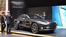 Dass auch Aston Martin ein Stück vom großen SUV-Kuchen abhaben will, bweisen die Engländer jetzt mit dem Concept DBX. Das Concept Car ist ein Zweitürer mit vier Sitzen, die Anzahl der Türen dürfte sich bei einem Serienmodell jedoch verdoppeln.