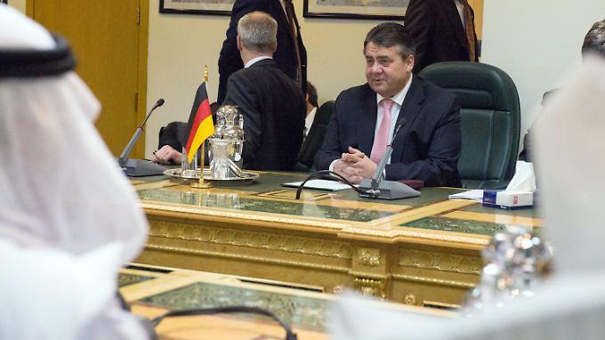 Anliegen des Königs zurückgewiesen: Gabriel lehnt Waffenexporte nach Saudi-Arabien ab