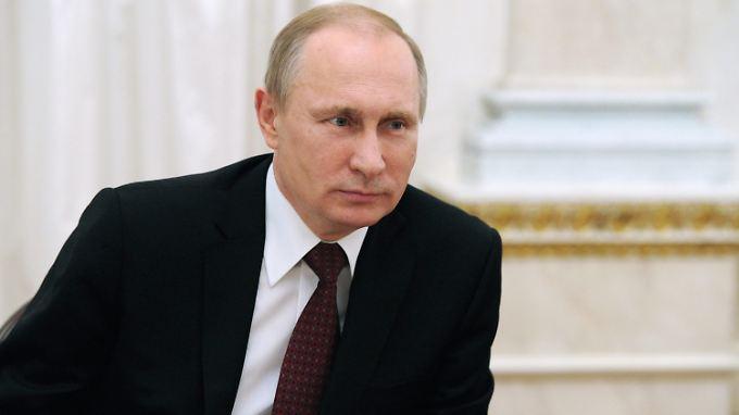 Die USA und die Europäische Union haben Sanktionen gegen die russische Wirtschaft und Vertraute von Russlands Präsident Putin verhängt.