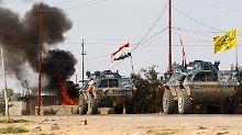 Die irakischen Soldaten werden von schiitischen Milizionären unterstützt.