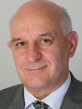 """Wolfgang Richter arbeitete unter anderem für die OSZE und bei der Bundeswehr, heute ist er """"Sicherheitsexperte der Stiftung Wissenschaft und Politik""""."""
