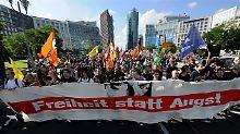 """""""Freiheit statt Angst"""": Die Demonstranten pochen auf Datenschutz und Freiheit im Internet."""
