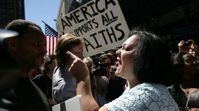 """""""Amerika unterstützt alle Glaubensrichtungen"""": Diskussionen am Ground Zero."""