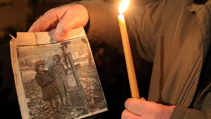 """Erinnerung an das Massaker von Distomo am 10. Juni 1944. Angehörige einer SS-Kompanie hatten an diesem Tag beinahe alle Einwohner des Dorfes bei einer """"Vergeltungsmaßnahme"""" ermordet."""