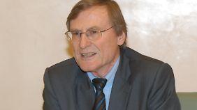 Der Historiker Hans Günter Hockerts ist entsetzt über die schrillen Töne zwischen Athen und Berlin.