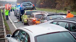 Strafe für Sensationslust: Polizei geht gegen Gaffer auf Autobahn vor