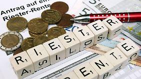 Angehende Riesterrentner können wählen, wer ihre Rente auszahlen soll.
