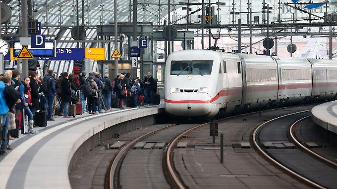 Die Deutsche Bahn hatte vor allem mit der Fernbus-Konkurrenz und diversen Streiks zu kämpfen.