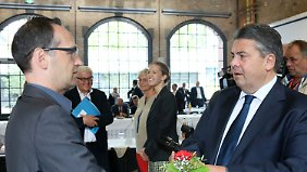 Der SPD-Vorsitzende Sigmar Gabriel (r.) und Bundesjustizminister Heiko Maas.
