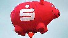 Die Sparkassen wollen Vermittlungsprovisionen von Fondsanbietern behalten und nicht an ihre Kunden weitergeben. Um diese gängige Praxis abzusichern, ändern die Institute ihre Geschäftsbedingungen.