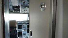 Die Cockpit-Tür eines A320.