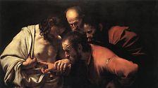 """Eine sehr eindrückliche Auferstehungsgeschichte hat Johannes: Als Jesus den Jüngern erscheint, ist der Apostel Thomas nicht dabei. Die anderen erzählen ihm, dass Jesus auferstanden ist, doch Thomas glaubt ihnen kein Wort. Thomas sagt: """"Wenn ich nicht in seinen Händen die Nägelmale sehe und meinen Finger in die Nägelmale lege und meine Hand in seine Seite lege, kann ich's nicht glauben."""""""