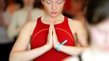 Brücke, Reiher, Sonnengruß: Yoga verstößt nicht gegen Religionsfreiheit