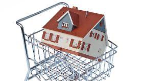 Dank niedriger Zinsen ist die Verlockung groß, ein Haus allein auf Pump zu finanzieren.