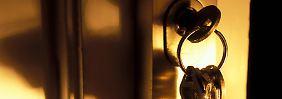 Versicherung nach Einbruch: Muss man die Tür zweimal abschließen?