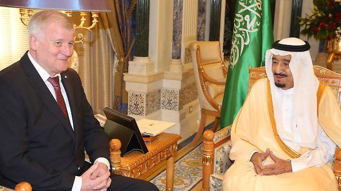 Beim Thema Waffenhandel voll auf einer Linie: Horst Seehofer und der saudische König Salman ibn Abd al-Aziz Al Saud.