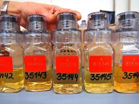 Urin muss unter Aufsicht abgegeben werden, aus gutem Grund.