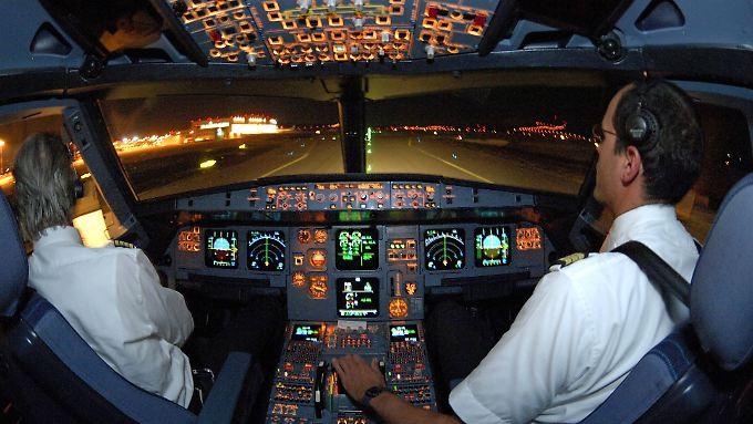 In den Cockpits der Gesellschaften Ryanair, Norwegian und Wizz Air seien besonders häufig atypische Beschäftigungsverhältnisse vorzufinden.