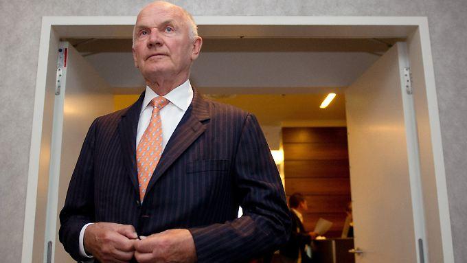 Aufsichtsratschef tritt zurück: Piëch verliert den Machtkampf bei VW