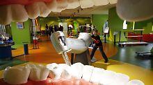 Riesig, dafür aber geräuschlos: das Modell eines Zahnarzt-Bohrers im Haus der Natur in Salzburg.