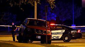Die beiden Angreifer werden bei einem Feuergefecht getötet.