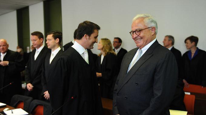Die Verteidiger - unter anderem von Ex-Deutsche-Bank-Chef Rolf Breuer - gingen am zweiten Verhandlungstag in die Offensive. Die Angeklagten gaben sich optimistisch.