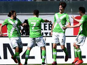 Er durfte dann doch feiert: Wolfsburgs Timm Klose, das ist der Mann mit der Nummer 5.
