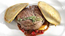 Versteckter Knochen im Steak: Wer haftet für ausgebissene Zähne?