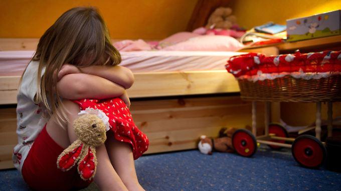 Fast 50 Kinder werden in Deutschland pro Tag misshandelt oder sexuell missbraucht.