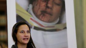 Aufklärung mit Schockbildern: Bei einer Anhörung vor dem Verkehrsausschuss in Washington berichtet ein Takata-Opfer von einer verhängnisvollen Airbag-Zündung in ihrem Kleinwagen (Archivbild).