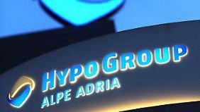 Österreich hält die ehemalige Hypo-Eigentümerin Kärnten mit einem 350 Millionen Euro schweren Notkredit über Wasser.