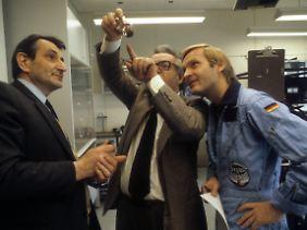 Messerschmid (r.) bei den Vorbereitungen zu seiner Weltraummission im Jahr 1985.