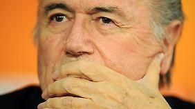 Umfrage: Soll Joseph Blatter Fifa-Chef bleiben?