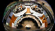 Die Inflation steigt: Aktien profitieren, Anleihen leiden
