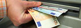 Verrückte Welt der negativen Zinsen: Bezahlen Banken bald Kreditnehmer?