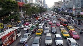 """""""Größter Parkplatz der Welt"""": Bangkoks Straßen platzen aus allen Nähten"""